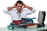 7825360-overworked-kontormedarbejder